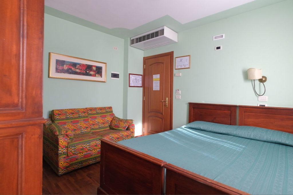 camera albergo ariis rivignano friuli 1024x682 Hotel a Rivignano Teor, Udine