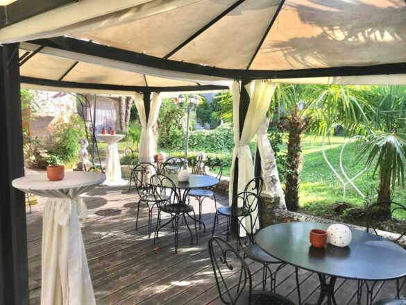 11 veranda giardino ristorante eventi cerimonie 585x439 Eventi e cerimonie, Veranda esterna e giardino | Ristorante Rivignano Friuli