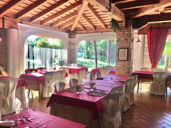 14 veranda giardino ristorante eventi cerimonie 585x439 Eventi e cerimonie, Veranda esterna e giardino | Ristorante Rivignano Friuli