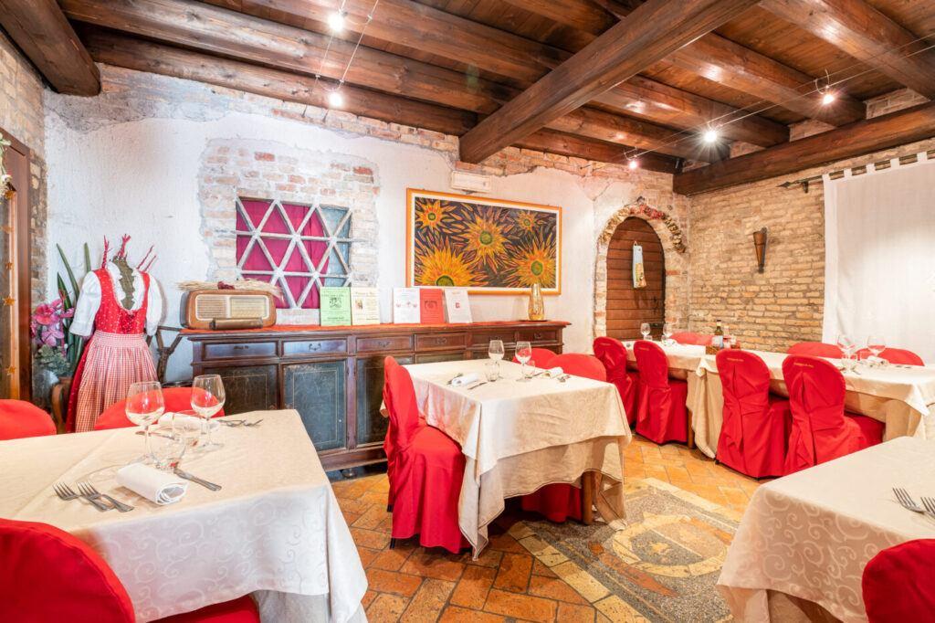 Saletta 1024x682 Appuntamento mensile con la Cena della Costata di Manzo
